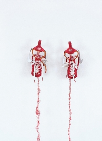 平野薫《untitled -red NIKE-》2009 高橋コレクション<br>Photo: Felix Weinold, tim|State Textile and Industry Museum Augsburg