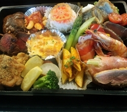 Pooh House特製豪華弁当 2,160円「Dining Kitchen Pooh House(プーハウス)」