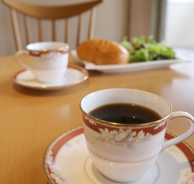 「カフェ くらうん」 この道30年の焙煎師のオーナーが焙煎するコーヒー